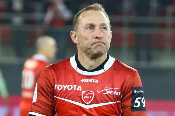 Jean-Pierre Papin, en février 2007 au stade du Hainaut, pour le coup d'envoi  d'un match Valenciennes - Amiens.