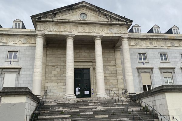 le palais de justice de Pau est fermé au public pendant la durée du confinement
