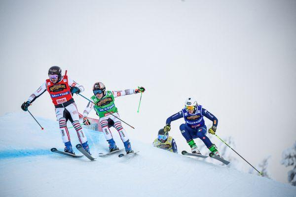 François Place, Jean Frederic Chapuis et Simone Deromedis lors de la Coupe du monde de ski acrobatique le 23 janvier à Idrefjäll, en Suède