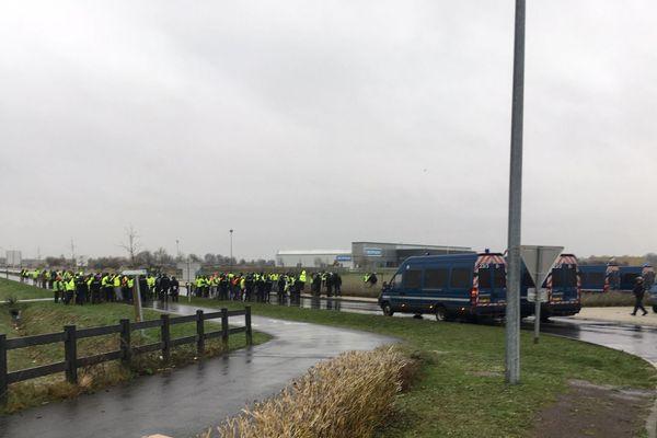 L'homme qui a heurté un véhicule de police samedi 15 décembre à Mondeville, après avoir refusé un contrôle, a été interpellé dimanche à son domicile.