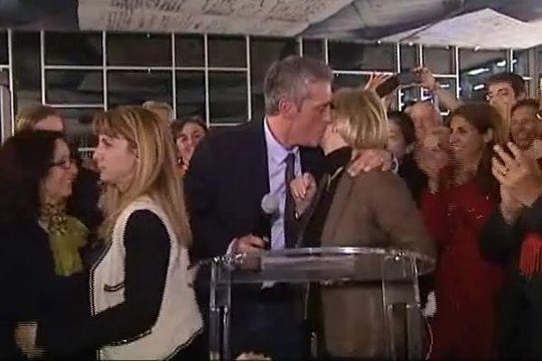 Philippe Saurel embrasse la maire sortante Hélène Mandroux