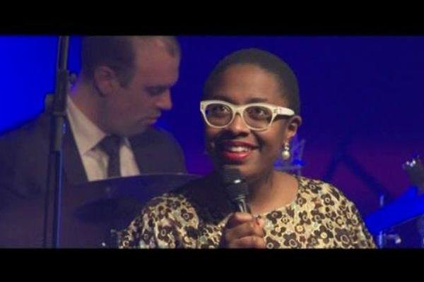 La chanteuse Cécile McLorin Salvant sur scène
