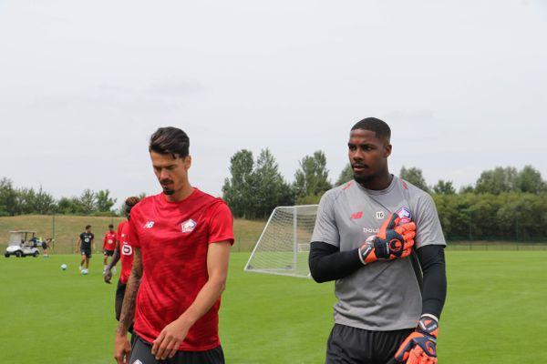 L'ex-Lillois Mike Maignan (à droite) avec le défenseur portugais du Losc, José Fonte.
