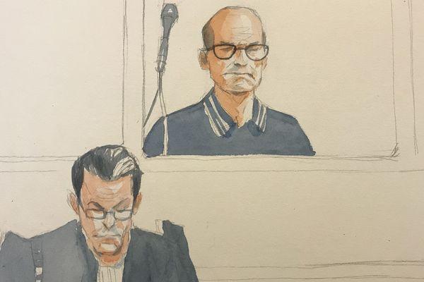 L'accusé, dans le box, et son avocat Me Richard Delgenes.