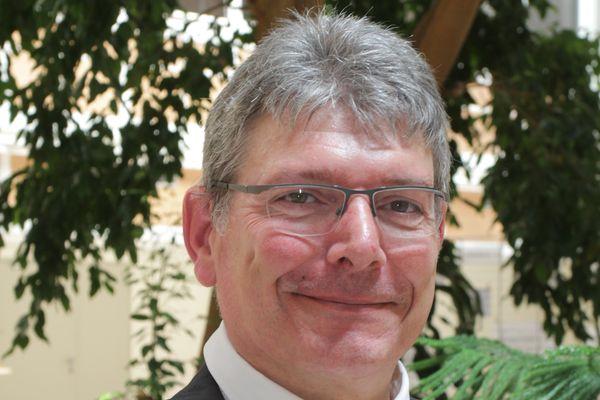 Le nouveau président, Bruno Faure est membre du Conseil départemental du Cantal depuis 2004