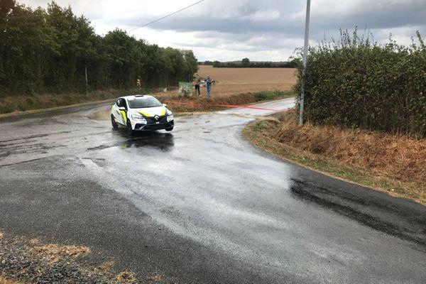 Essais pour le rallye Coeur de France 2020 sur un épreuve spéciale près de Savigny-sur-Braye