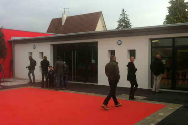 La nouvelle école de Yèbles, en Seine-et-Marne, a été inaugurée le 17 octobre 2015.