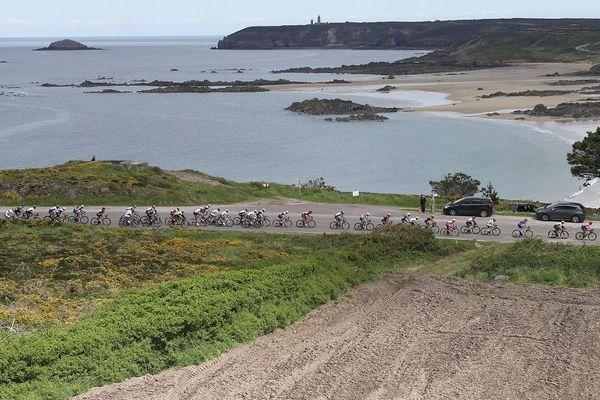 Le peloton du Tour de Bretagne