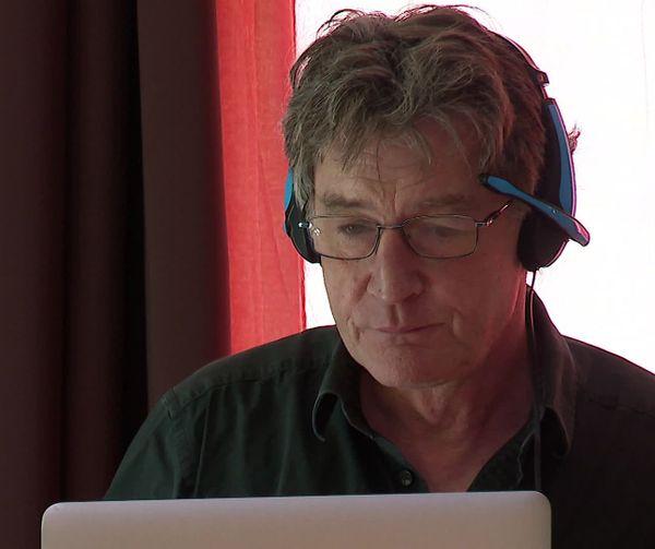 Felix Lushka enseignant en sciences du langage et créateur de la radio éphémère