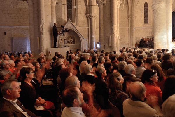 Abbatiale d'Ambronay (intérieur avec public)