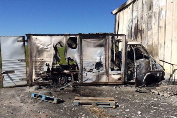 Les conducteurs du camion auraient fait du rodéo avant celui-ci avant qu'il prenne feu.