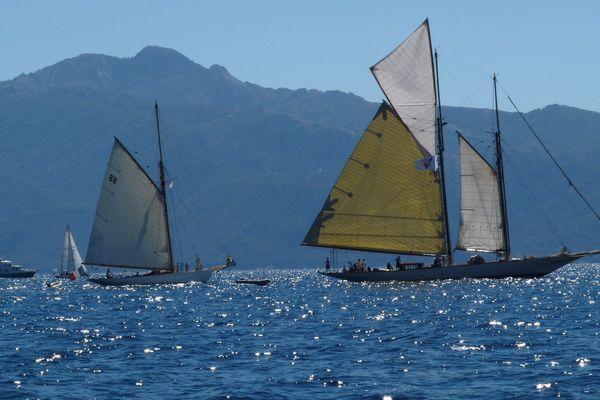 Archive : la neuvième édition de la Corsica Classic est lancée. Une régate itinérante qui explore les plus beaux paysages de Corse avec des yachts d'exception.