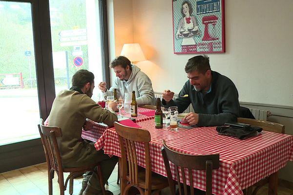 Les ouvriers et salariés itinérants ont pu bénéficier d'un repas chaud le midi grâce à une convention signée entre la CCI, l'UMIH et la FDBTP.