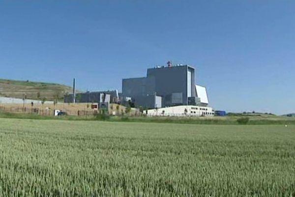 L'incinérateur traite plus de 220 000 tonnes de déchets par an en provenance du Puy-de-Dôme et du Nord de la Haute-Loire.