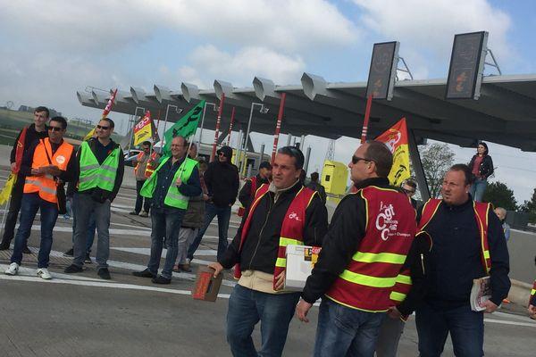 Au programme : distribution de tracts sur la grève SNCF