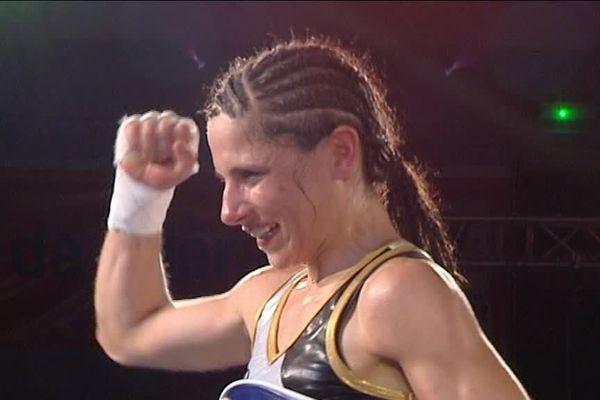Laetitia Arzalier à été sacrée championne du monde de boxe en catégorie paille à Sète