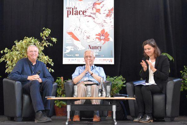 Les orateurs heureux de nous avoir fait partager leur passion des étoiles : Alain Cariou à gauche et Trinh Xuan Thuan au centre