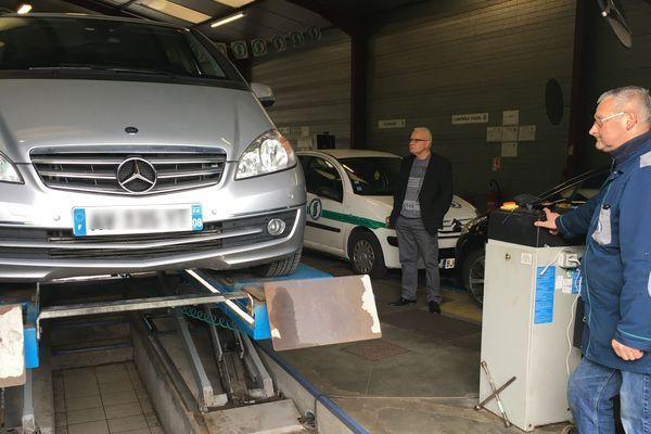 Les véhicules récents inquiètent moins leurs propriétaires lors du nouveau contrôle technique obligatoire tous les deux ans, mais les tests anti-pollution sont désormais plus sévères