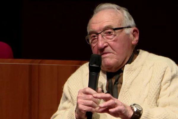 Mercredi 3 avril, Bernard Duval était devant les jeunes du collège Lenchanteur, à Caen, pour raconter l'horreur des camps.