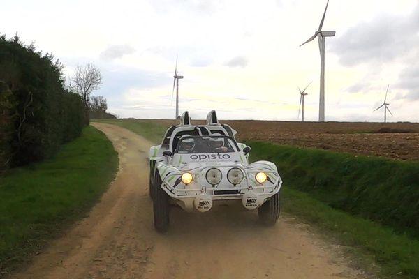 Le buggy de Julie et Frédéric Verdaguer avant le départ du Dakar 2021, sur les routes du Lauragais en Haute-Garonne.