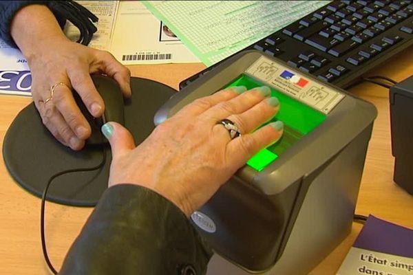 La nouvelle carte d'identité biométrique est disponible depuis le 27 mars 2017.
