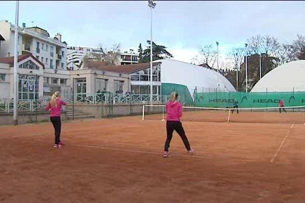Le Stade clermontois tennis compte plus de 500 licenciés, garçons et filles.