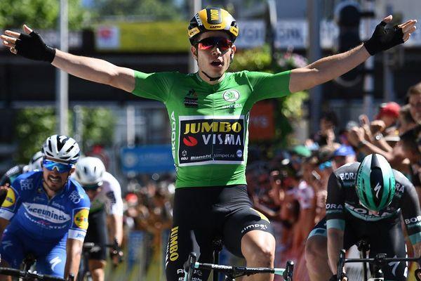 Le Belge Wout van Aert du Team Jumbo, franchit la ligne d'arrivée à la fin de la 5e étape du Critérium du Dauphiné 2019, à Voiron le 13 juin 2019