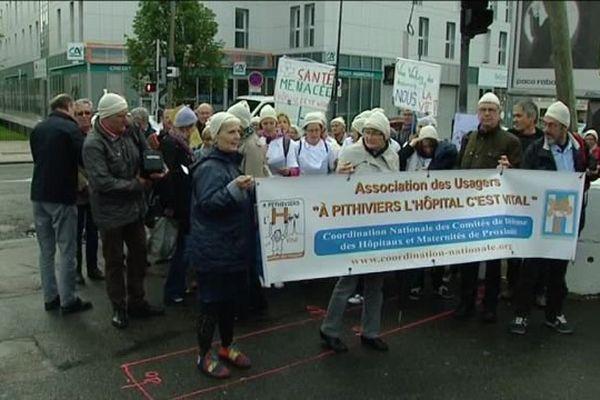 Orléans : Manifestation devant l'Agence Régionale de Santé pour le maintien de la maternité de Pithiviers - 17 juin 2016