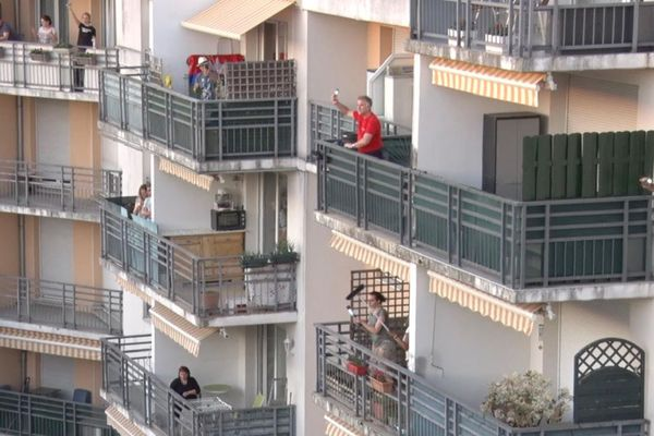 Il est 20h, tous au balcon!