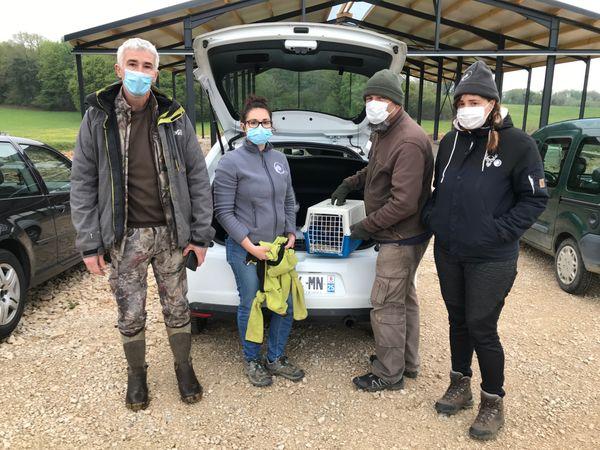 Voici l'équipe qui m'a accompagné dans ce sauvetage des renardeaux orphelins par le Centre Athénas. De gauche à droite : Pascal Juif, Claire Léchine, Olivier Trible et Charline Palomares