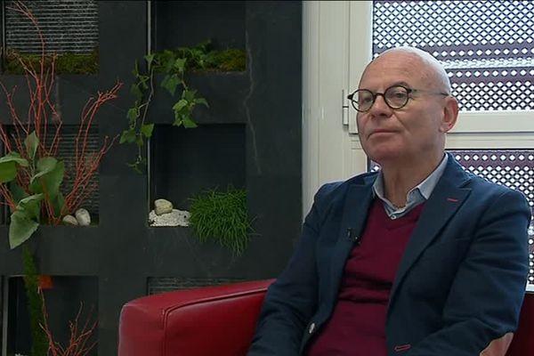 Outre sa démission, Dominique Mérieau, le président du conseil de surveillance du club, met fin à son partenariat financier avec le club.
