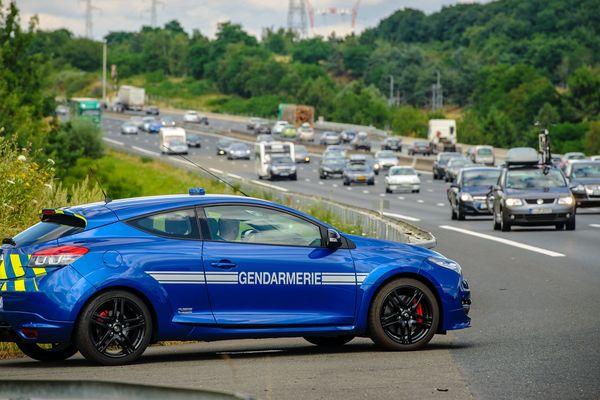 Interceptés le 7 août , à hauteur de Charbonnières-les-Varennes sur l'autoroute A89, les conducteurs ont vus leur permis retirés sur le champ.