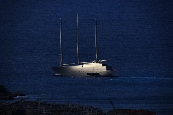 Le Sailing Yacht A photographié tôt ce matin devant Nice, alors qu'il faisait route vers Villefranche-sur-Mer