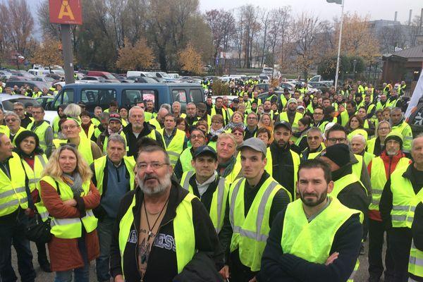 Ils sont une bonne centaine à Chambéry