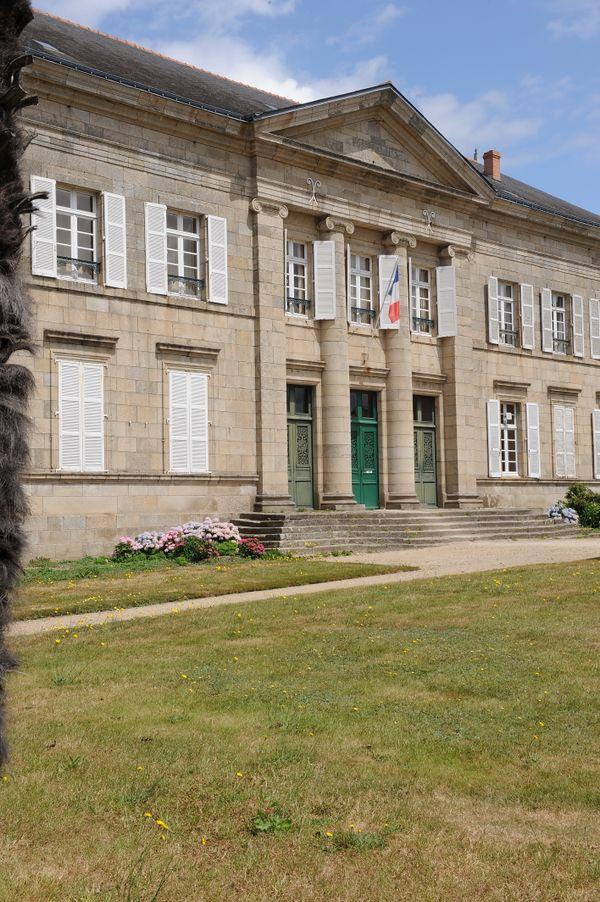 Le tribunal de Pontivy, construit sous Napoléon : symbole de l'architecture de l'époque.
