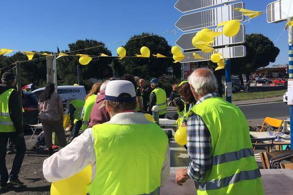 A Montpellier, une quarantaine de gilets jaunes occupe le rond-point du Près-d'Arènes - 4 mai 2019
