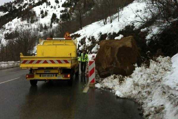 Un rocher de plusieurs tonnes est tombé sur la route de l'Alpe d'Huez