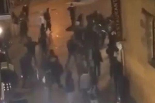 Des personnes cagoulées ont fait irruption place des Lices à Rennes