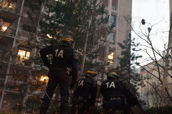 Important dispositif policièr à Bobigny lors d'un rassemblement interdit pour Théo