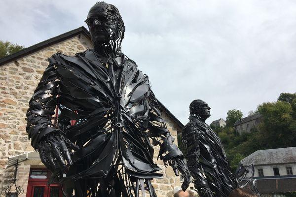 Les sculptures sont exposées à Treignac, près de la galerie du Vieux Pont.