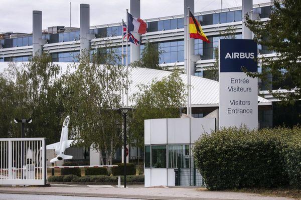"Illustration site industriel Airbus  ""Defence and Space"" Aéronautique"