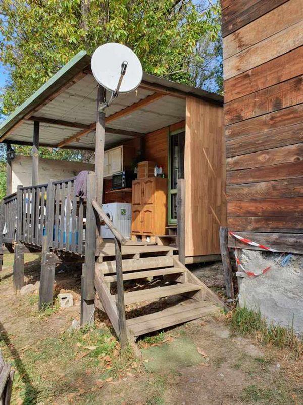 L'habitation dans laquelle a été retrouvé la victime.