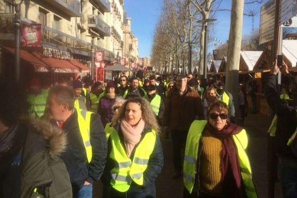 Près d'un millier de manifestants ont défilé dans le calme en centre-ville à Perpignan samedi 5 janvier 2019.