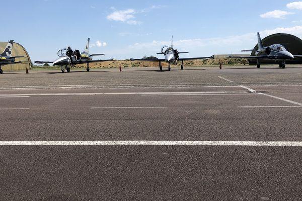 Depuis septembre 2014, l'aéroport Dijon-Bourgogne n'accueille plus que de l'aviation d'affaires, de l'aviation de loisirs, du transport sanitaire et du travail aérien (lutte contre les incendies, épandage agricole, photographies aériennes et relevés topographiques.