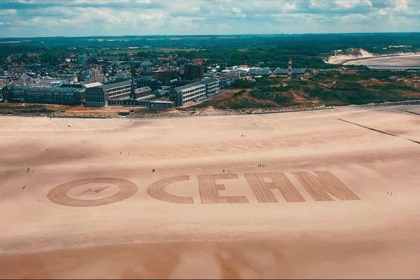 Cinq lettres qui ont nécessité deux heures de travail et recouvert 10 000 m2 de la plage de Berck.