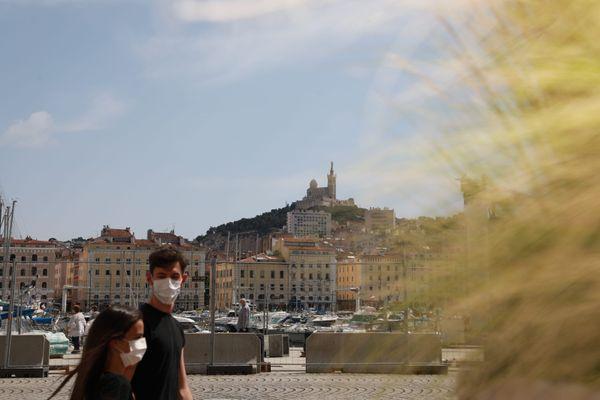 Le port du masque devient obligatoire en journée sur le Vieux-Port à Marseille.