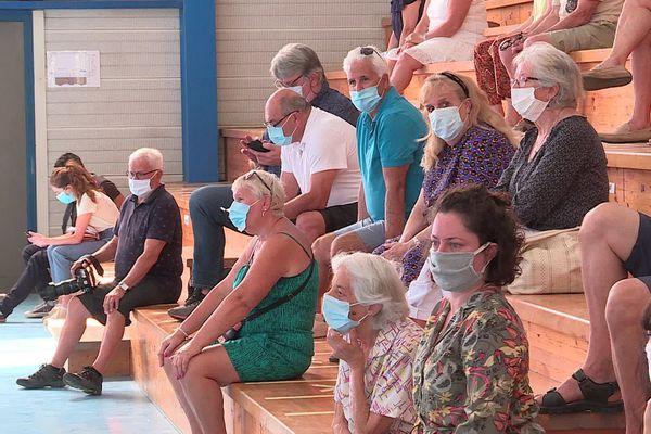 Dans les arènes municipales de Pérols, le masque est de rigueur.