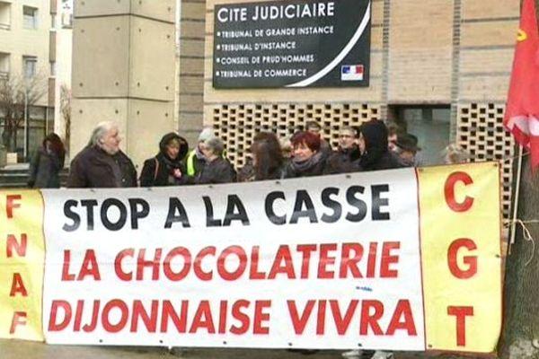 Les salariés de la Chocolaterie de Bourgogne ont manifesté devant le tribunal de commerce
