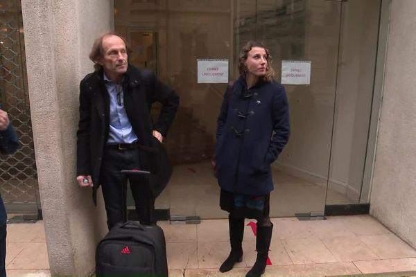 Jean-Michel Serra, et Ophélie Claude-Boxberger le 15 mars 2021 devant l'agence française de lutte contre le dopage