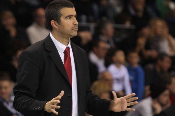 Jérome Navier, coach  de Cholet-Basket le 12 février 2016 face à Antibes.
